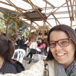 Cybele Amado em Tenjo, conhecendo iniciativa de educação comunitária