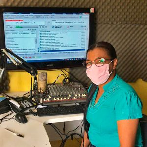 Em Uruçuca, o projeto Literatura Humanizadora levou professores, alunos e famílias à rádio local para a leitura. FOTO INSTITUTO ARAPYÁU_SITE